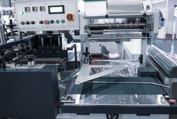 maszyna-do-pakowania-w-folie-termokurczliwa
